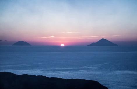 les îles Eoliennes à l'horizon