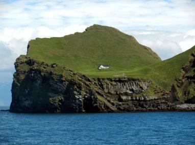 petite île de Elliðaey se trouve au sud de l'Islande, dans l'archipel des îles de Vestmann.1