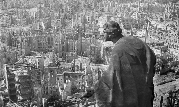 Dresde, la Florence de l'Elbe, en ruine en 1945