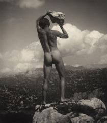 Rudolf Koppitz - lanceur de rocher, vers 1923