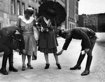 Here is a nice real 1920s Berlin photo showing Police checking two ladies to see if their dresses are not too short... I can't even see the knees.
