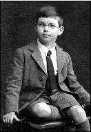 Alan Watts (1915-1973) à l'âge de 7 ans