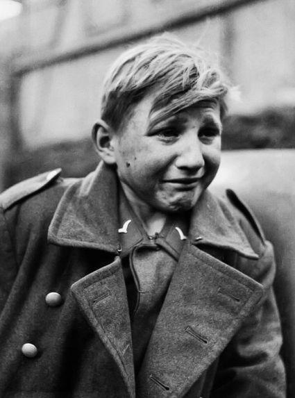 Jeune soldat de 15 ans capturé par la 9ème armée US, avril 1945 -