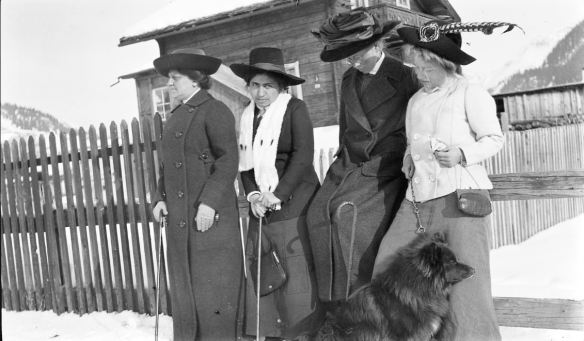 Women on a walk. Edith Södergran on the far right. Switzerland.png