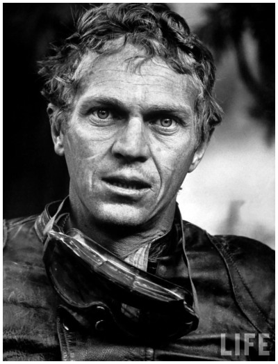 photo-john-domins-1963-actor-steve-mcqueen-during-motorcycle-racing-across-the-mojave-desert-b-1