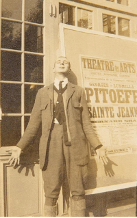 alexeieff-in-front-of-a-pitoeff-poster-1922-aee
