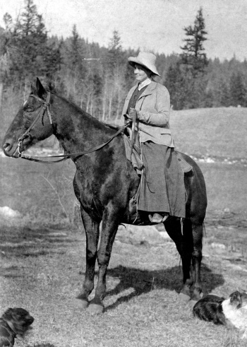 emily-carr-on-horseback-during-a-visite-to-the-cariboo-1904