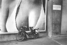 france-in-the-50s-velosolex-henry-cartier-bresson-1952