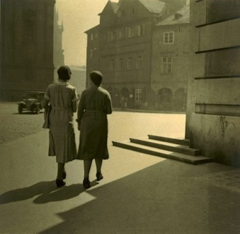 jan-lauschmann-on-the-street-corner-1931