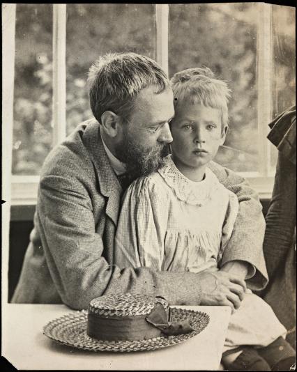 Erik Werenskiold avec son fils Dagfinn dans les bras, vers 1910.jpg