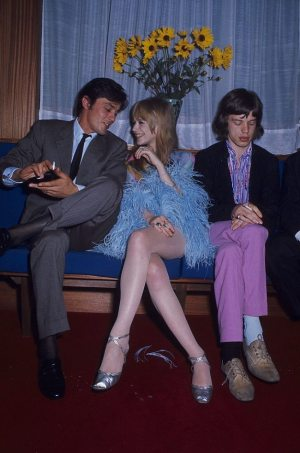 Alain Delon, Marianne Faithfull et Mick Jagger en 1967.jpg