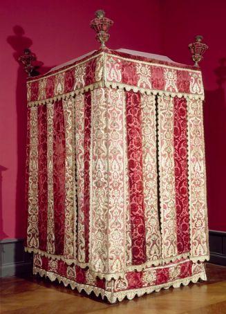 Lit à la française, du château d'Effiat - Louvre (LOUIS XIII - début de Louis XIV mais structure cubique des lirs Louis XIII)