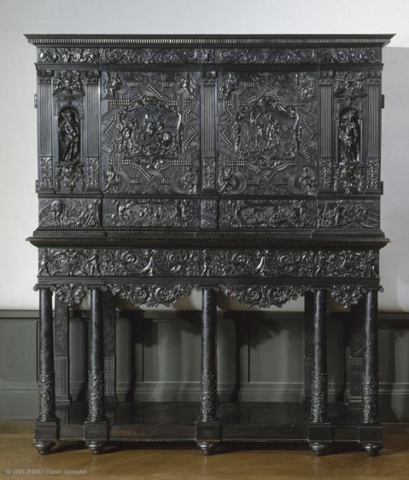 louvre-cabinet en ébène du milieu du XVIIe siècle