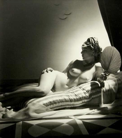 Horst P. Horst - Odalisque I, New York 1943.png