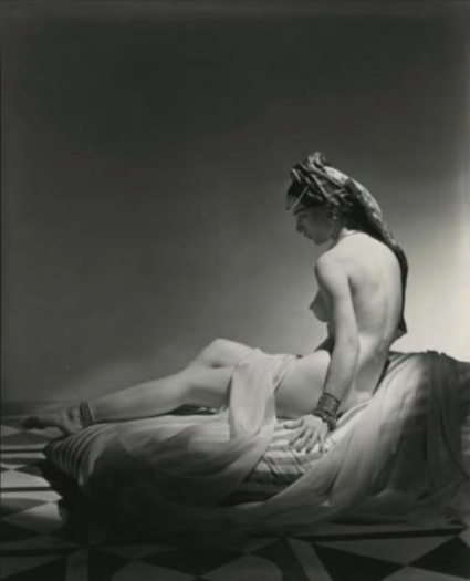 Horst P. Horst - Odalisque II, 1943.png