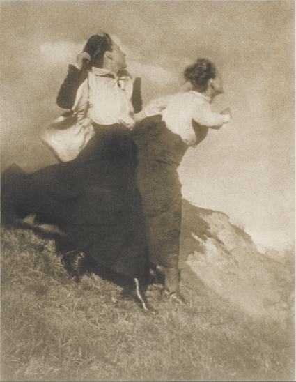 Heinrich Kühn (1866-1944) - Im Winde (la brise), vers 1915.png