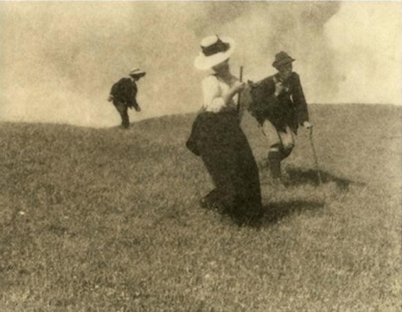 Heinrich Kühn (1866-1944) randonneurs dans la descente, vers 1914 - autochrome.png