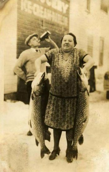 People Posing With Their Big Fishes in the Past (9)