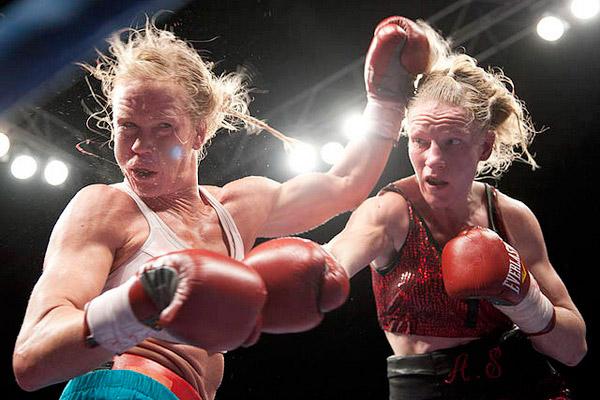 Le 2 décembre dernier à Albuquerque, outre-Atlantique, la Française Anne-Sophie Mathis a réussi un véritable exploit en battant sur ses propres terres Holly Holm, jusqu'alors considérée comme la meilleure boxeuse de la planète.jpg