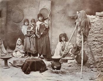 Emile Frechon - Famille kabyle, vers 1890.jpg