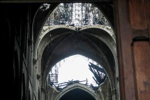 7797443676_la-cathedrale-notre-dame-au-lendemain-de-l-incendie-du-15-avril-2019.jpg