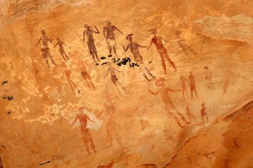 art rupestre du Sahara - site de Tassili n'Ajjer (entre 10.000 et 6.000 ans av. JC) .jpg